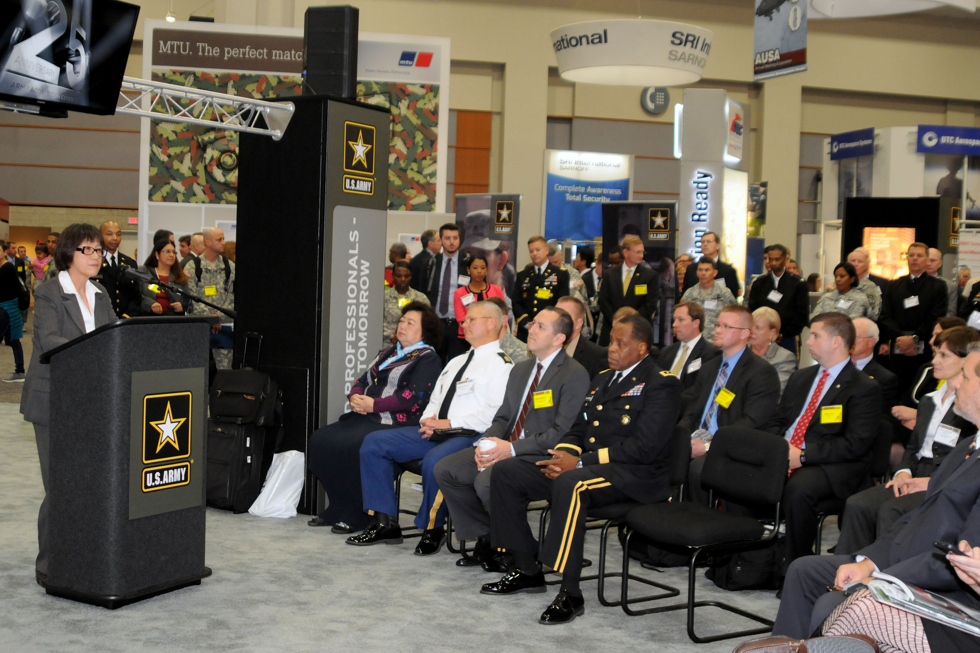 The Hon. Heidi Shyu, the Army acquisition executive, welcomes guests at the AAC silver anniversary celebration at the AUSA annual meeting, Oct. 13.