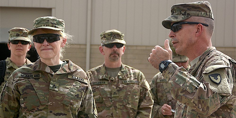 Army Executive Visits 401st AFSB